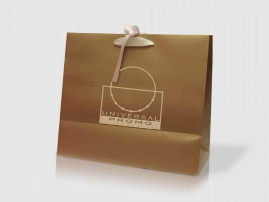 Busta in carta di lusso color oro plastificata opaca e nastri in raso perla